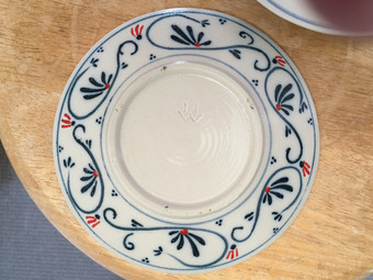 皿の裏側1