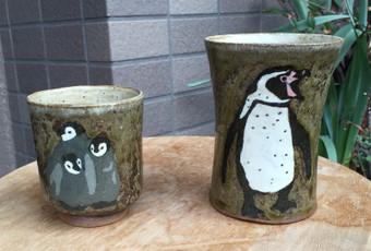 コウテイペンギン雛とフンボルトペンギン