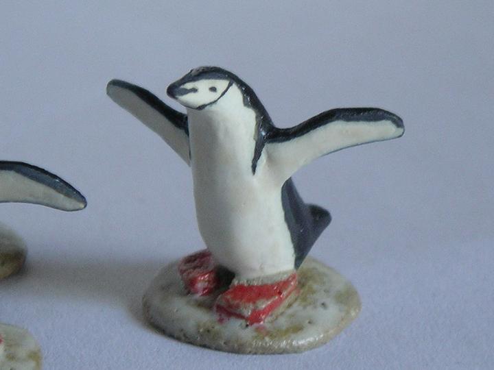 c.ヒゲペンギン置物